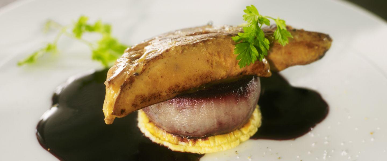 recette de chef eric sapet pr sente sa recette tatin d oignons doux escalope de foie gras. Black Bedroom Furniture Sets. Home Design Ideas